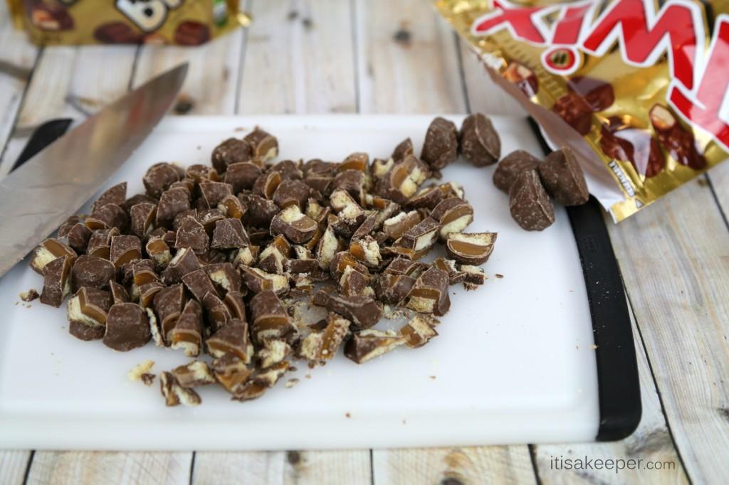 Easy Dessert Recipes TWIX Caramelita Bars from It's a Keeper #shop
