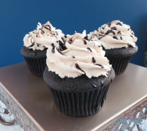 Dark-Chocolate-cupcakes-with-pb-frosting