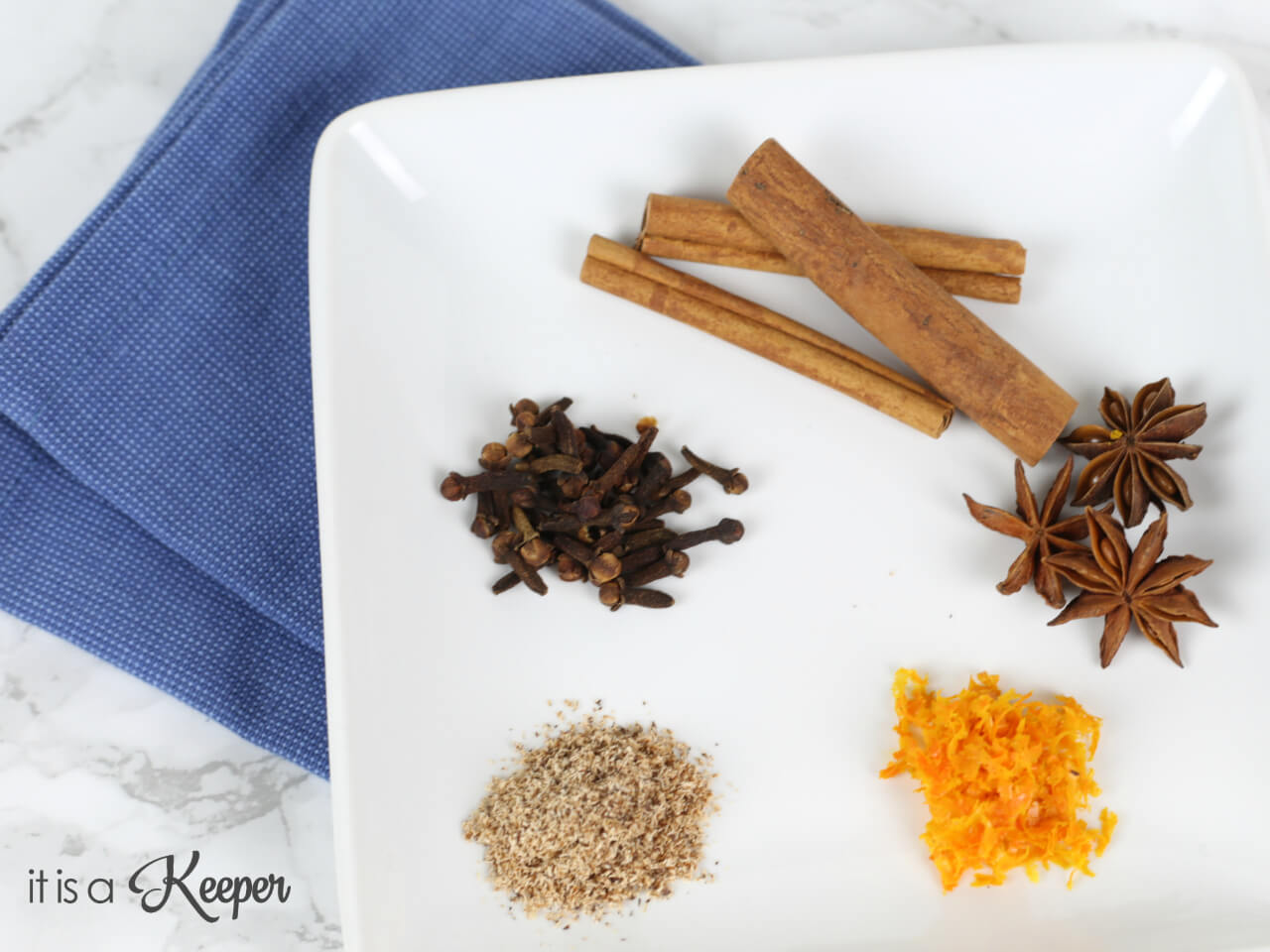 Homemade Kitchen Spice Air Freshener - this easy natural air freshener can be made in minutes and have your house smelling amazing in no time