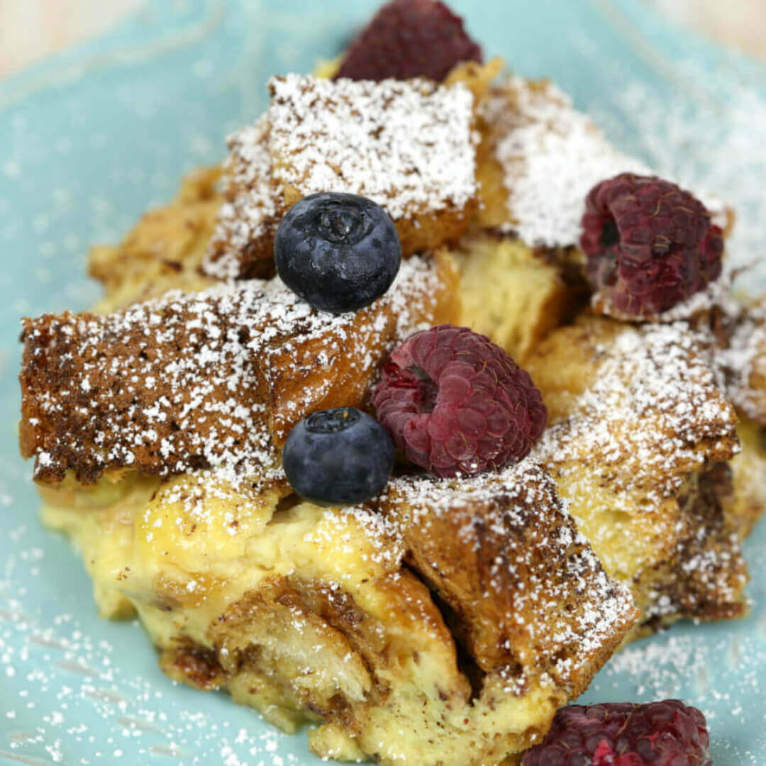Overnight French Toast Casserole - this is an easy make ahead breakfast casserole recipe