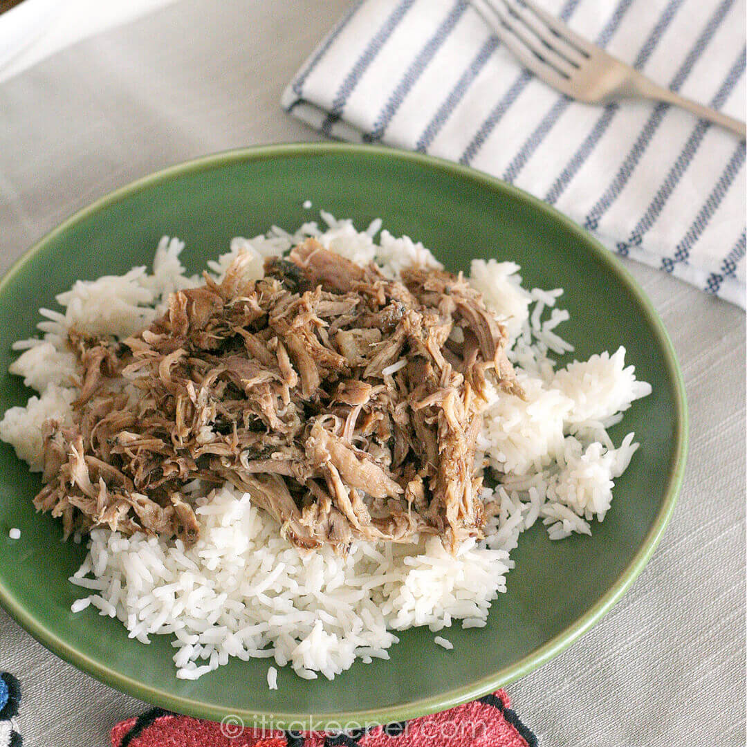 Slow Cooker Garlic Balsamic Pork- this easy crock pot recipe is loaded with flavor