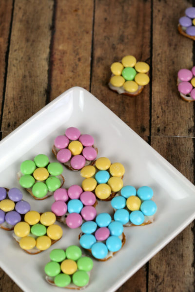 Chocolate Covered Pretzel Flowers