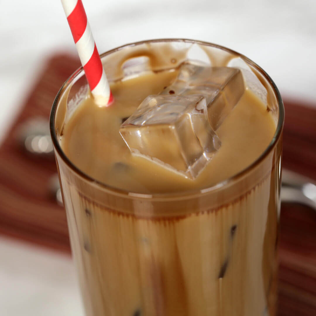 Chocolate Salted Caramel Iced Coffee - this easy coffee recipe is the perfect treat