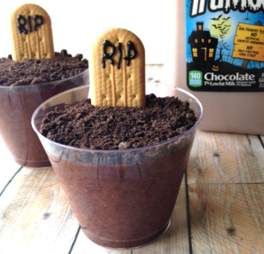 Graveyard Pudding Snacks