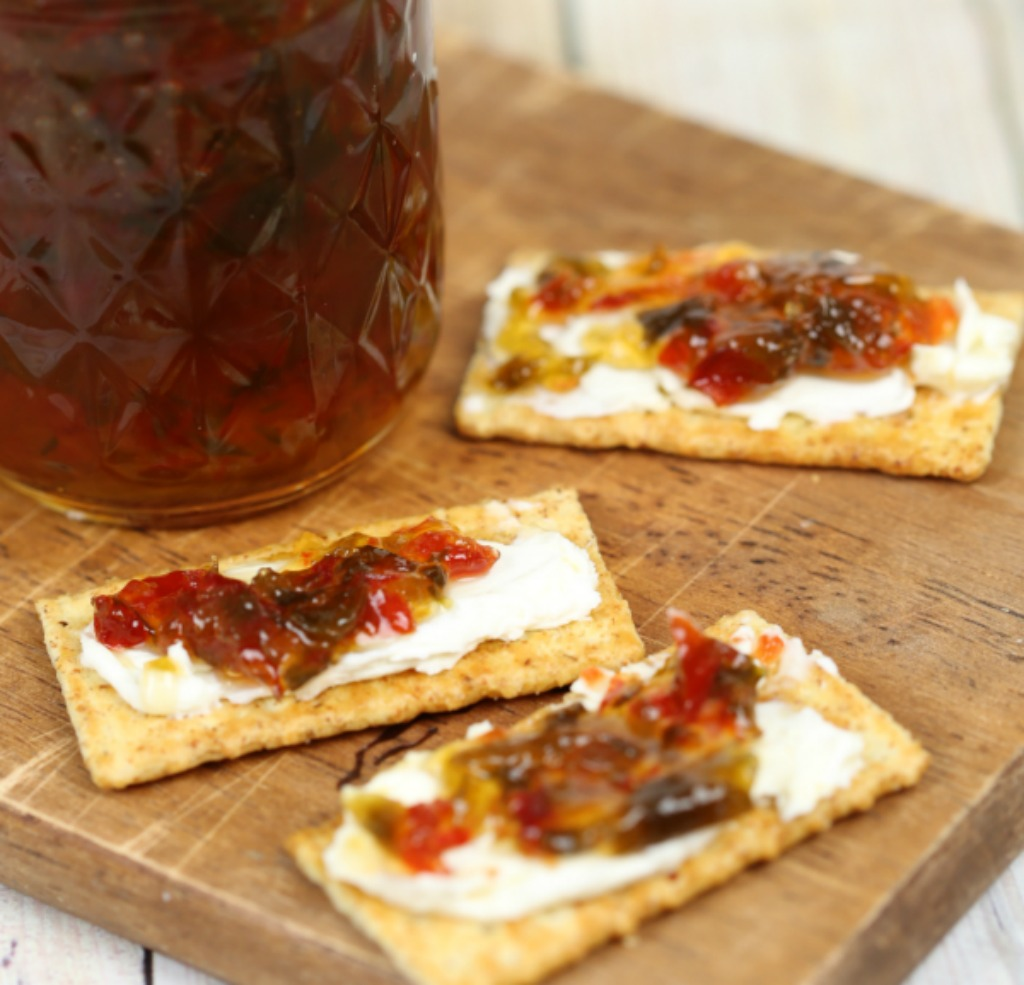 Easy Cold Appetizer Recipes: Jalapeño Pepper Jelly Crackers