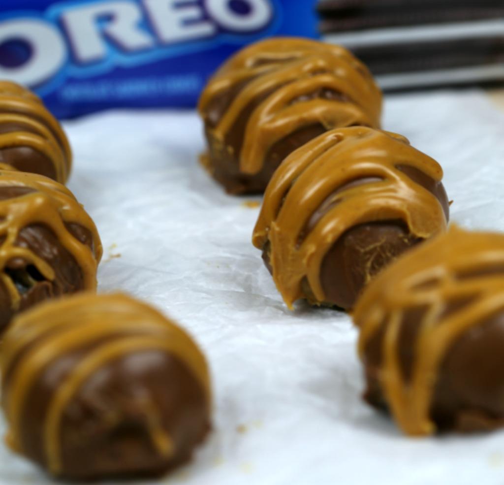 Easy Peanut Butter OREO Balls Recipe