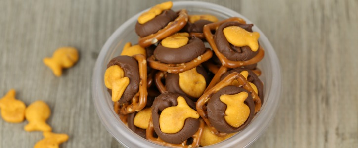 Chocolate Pretzel Goldfish Snacks