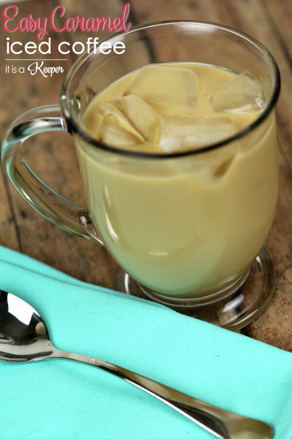Easy Caramel Iced Coffee -- this delicious iced coffee recipe is super easy to make at home
