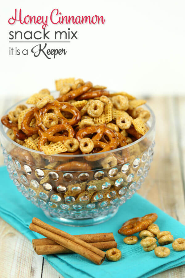 Honey Cinnamon Snack Mix - these easy snack mix is a sweet snack recipe
