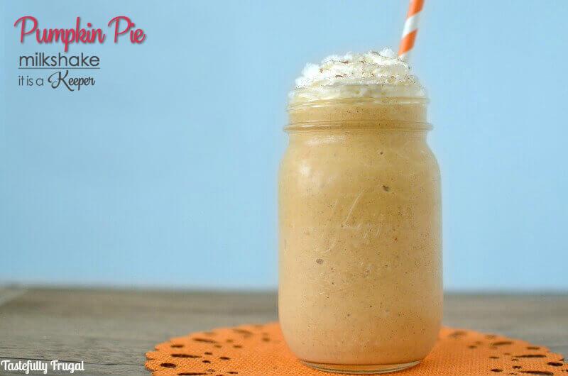 Pumpkin Pie Milkshake - this easy milkshake recipe is perfect for fall