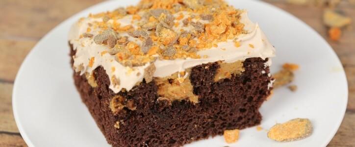 Butterfinger Poke Cake – an easy and decadent dessert recipe S