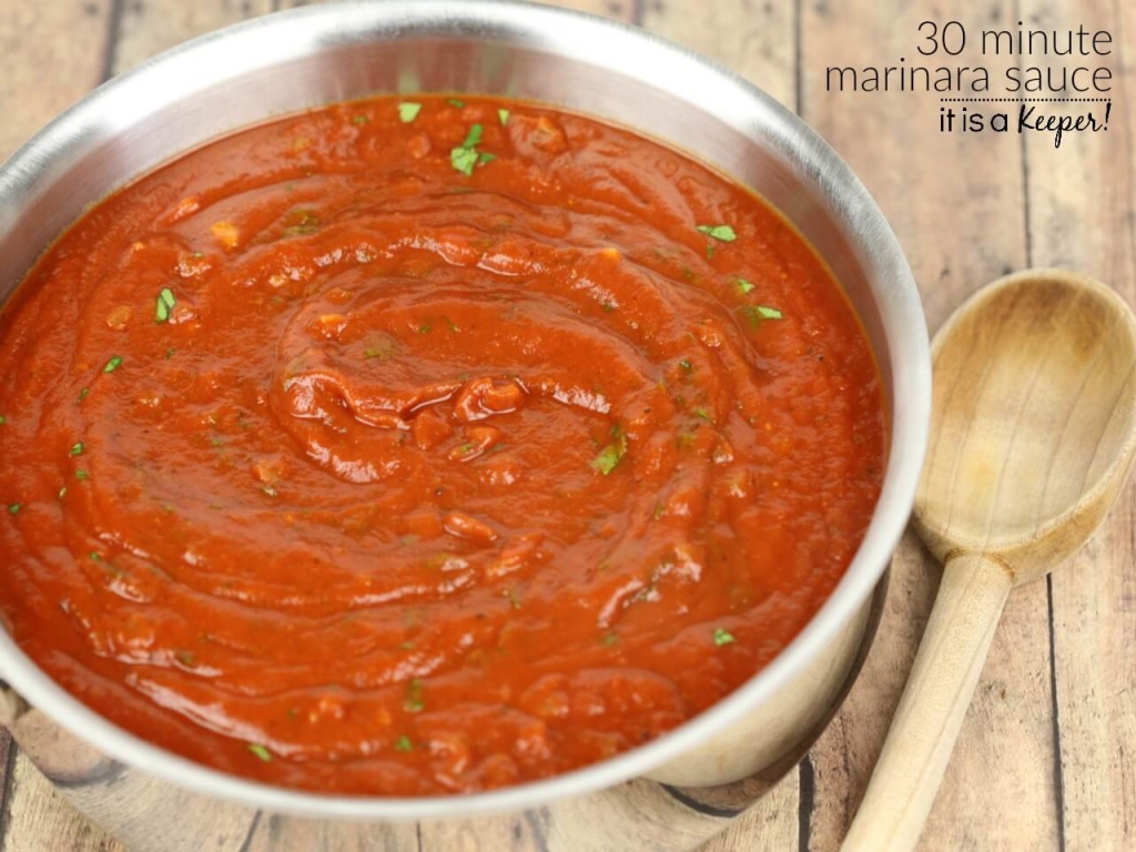 30 Minute Marinara Sauce – an easy and delicious pasta sauce recipe that tastes like it simmered all day