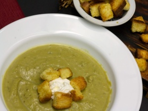 Slow Cooker Creamy Split Pea Soup with Spicy Croutons - this homemade soup recipe is one of my favorite easy crock pot recipes and pure comfort food!