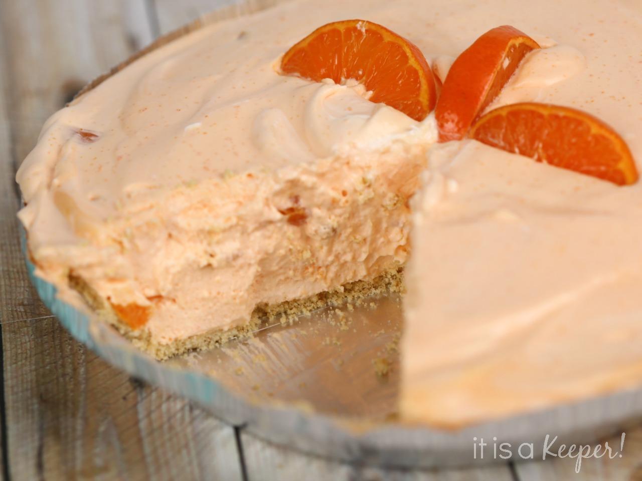 No Bake Mandarin Chiffon Pie - This easy no bake pie recipe is one of my favorite easy desserts