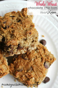 Whole Wheat Chocolate Chip Bars - these yummy treat are the perfect kid friendly snack