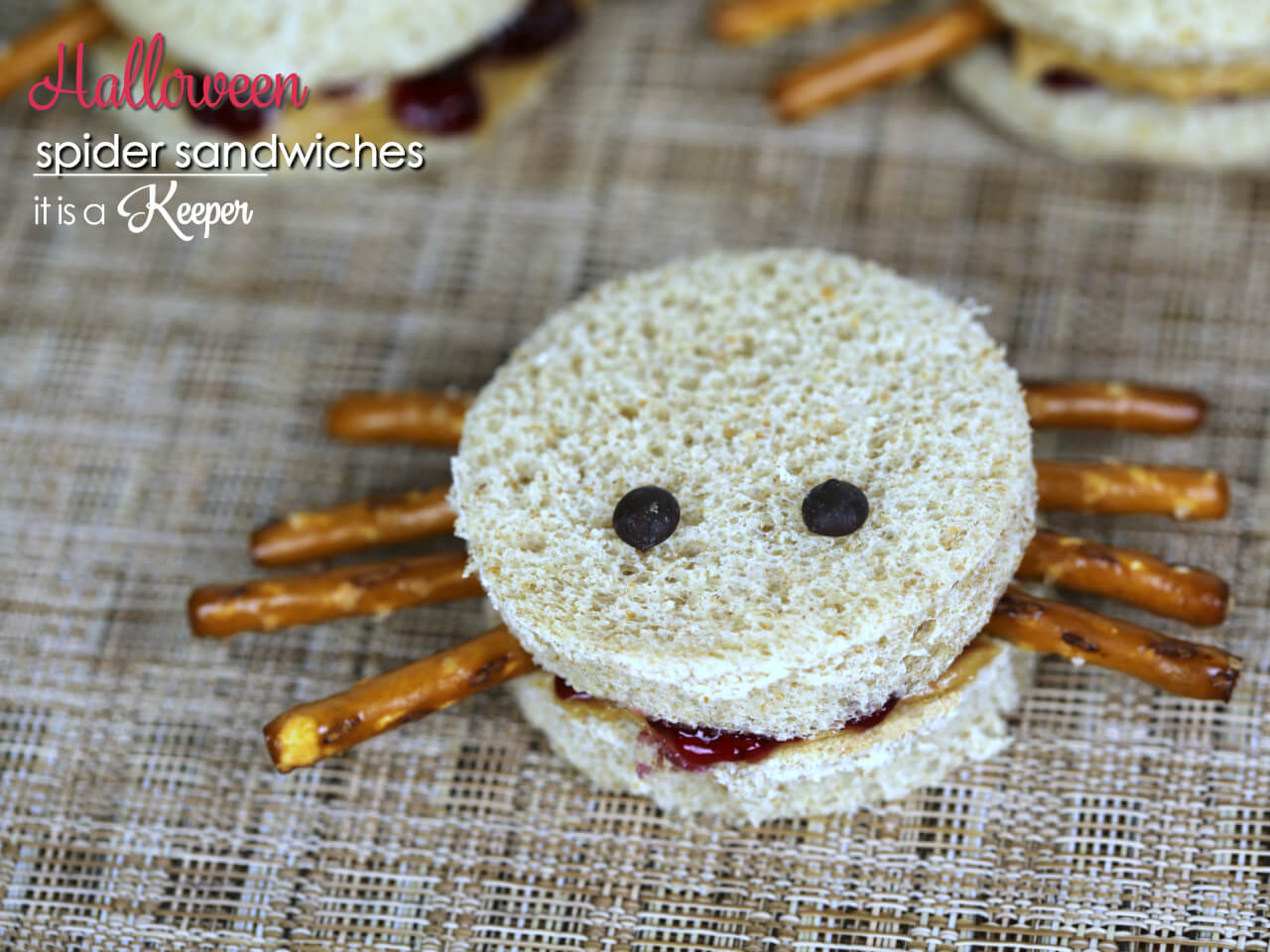 Spider Sandwiches - this easy and fun sandwich recipe is perfect for Halloween