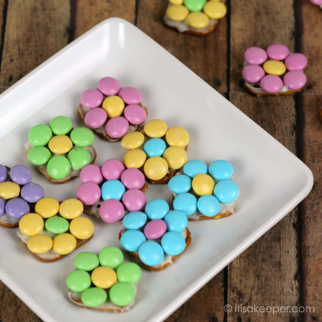 Chocolate Pretzel Flowers - These adorable treats are one of my favorite quick easy snack recipes