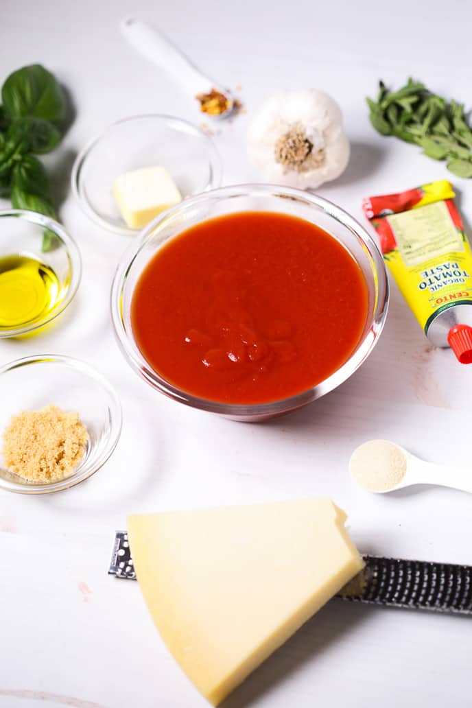 Ingredients for making homemade pizza sauce