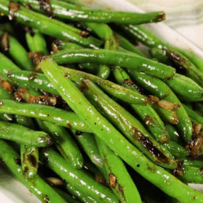 SWEET AND SPICY SKILLET GREEN BEANS