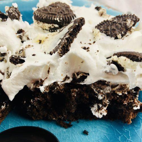 Oreo Dump Cake on a blue plate.