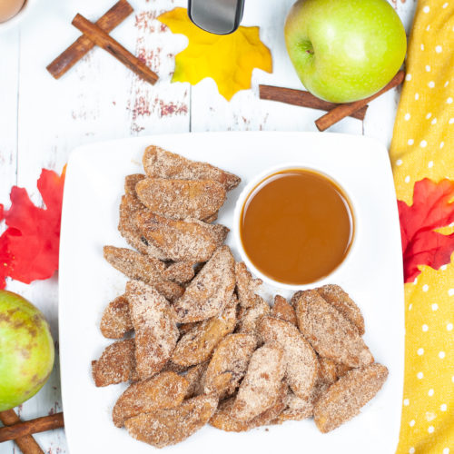Pumpkin Spice Air Fried Apples from the top with cinnamon sticks and apples around it.